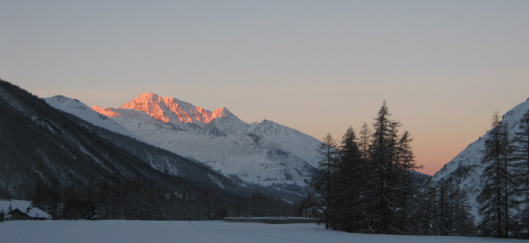 Vallee Hiver Matin Gite Haute Maurienne Sshow